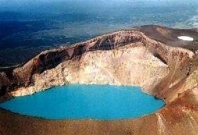 Вулкан Малый Семячик и кислое озеро