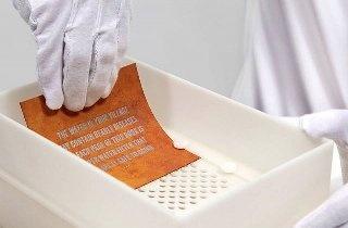 Ученые создали книгу-фильтр, превращающую грязную воду в питьевую